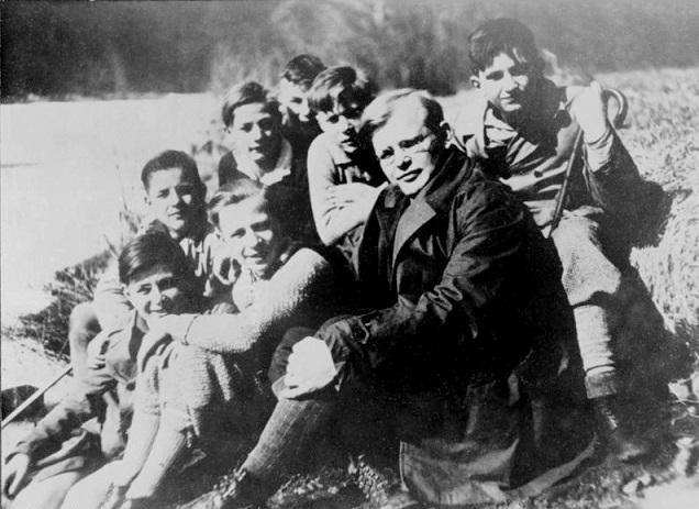 Bonhoeffer bersama anak-anak
