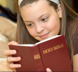 Gambar: Anak membaca Alkitab