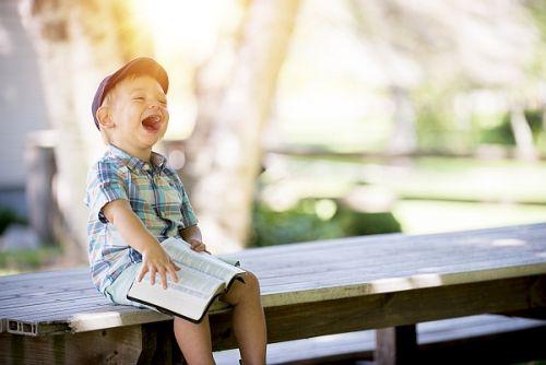 Gambar: Anak bersukacita