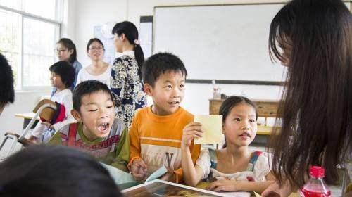 Gambar: Guru mengajar