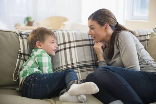 Gambar: Berbicara dengan anak
