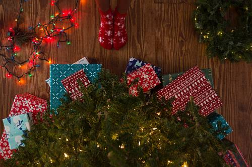 Gambar: Anak dan Hadiah Natal