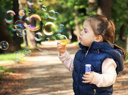 Gambar: Bermain gelembung