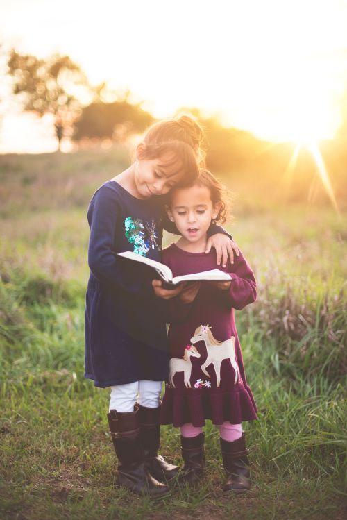 Gambar: anak baca Alkitab