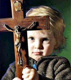 Gambar: Anak Bawa Salib