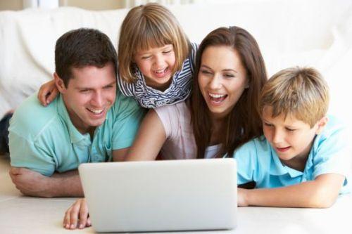 Gambar: Orang tua dan teknologi