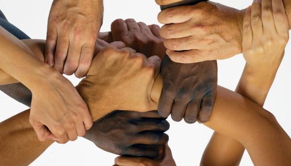 Gambar: Berbeda warna kulit