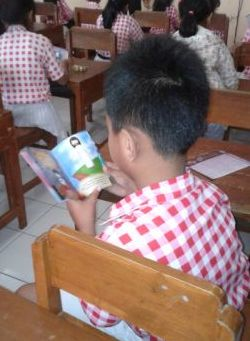 Gambar: Anak membaca TYM