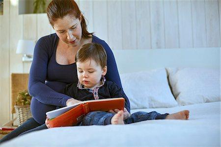 Ibu dan Anak membaca
