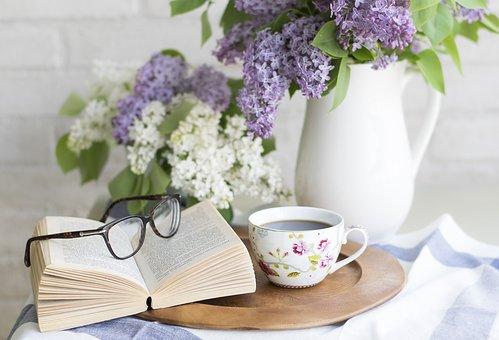Gambar: Membaca buku