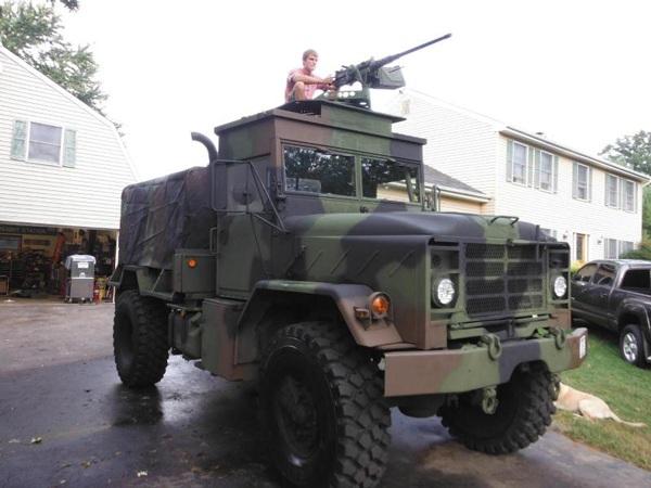 Gambar: Penembak ekor di truk militer