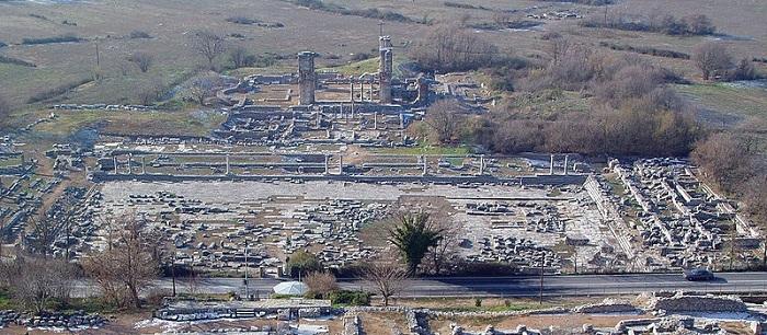 Gambar: Reruntuhan Kota Filipi