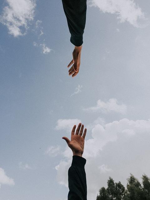Gambar: Menolong Orang lain
