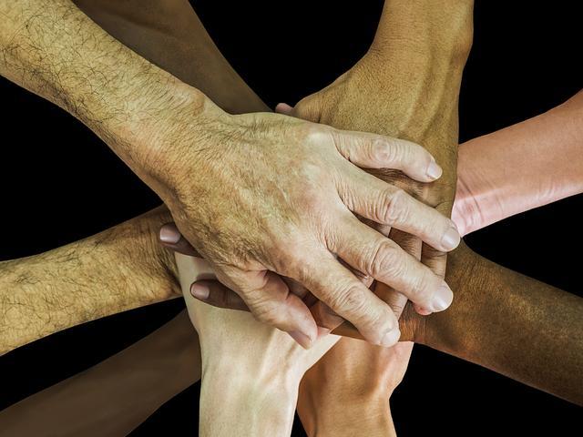 Gambar: Tangan Bersatu