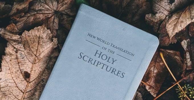 Gambar: Alkitab, alat apologetika terhebat yang ada di dunia.