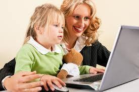 Gambar: Orang tua mengajar teknologi