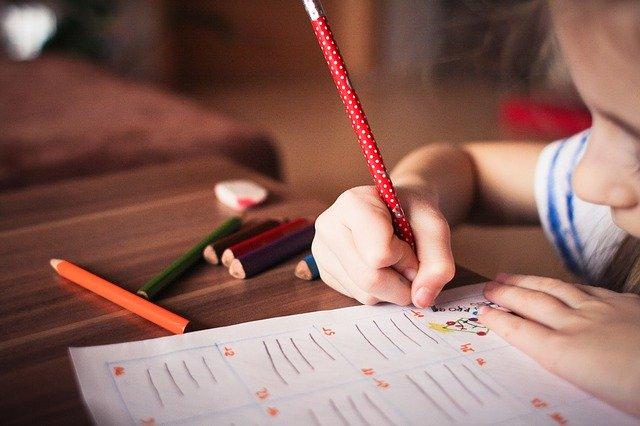 Anak menulis