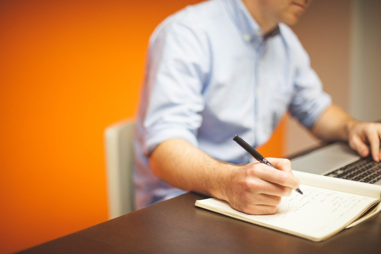 Menulis naskah
