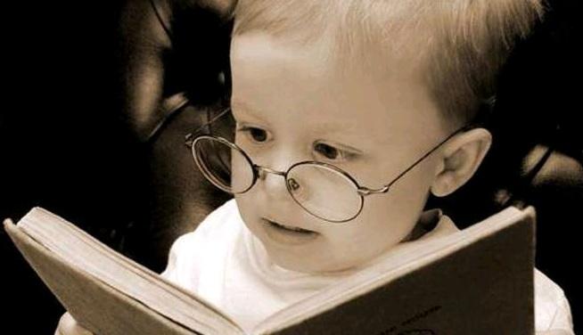 Gambar: Anak membaca buku