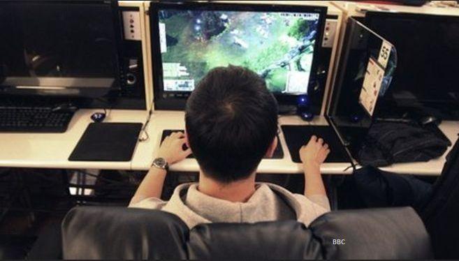 Gambar: Bermain Game Online
