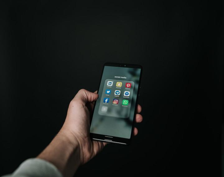 Gambar: Pengobatan Alkitab untuk Kecanduan Smartphone dalam Through a Bible Lens