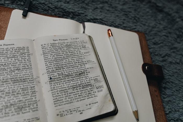 Gambar: Studi Alkitab topikal