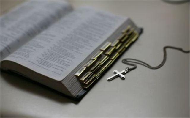 Gambar: Alkitab dan Susunannya