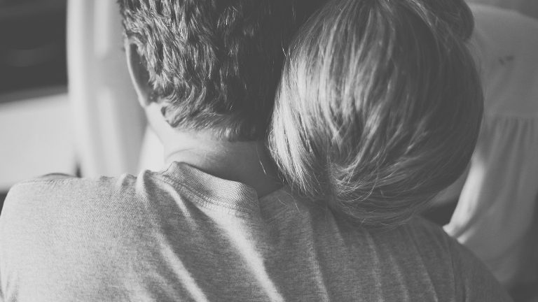 Bagaimana Memperhatikan Teman yang Mengalami Kecemasan dan Depresi